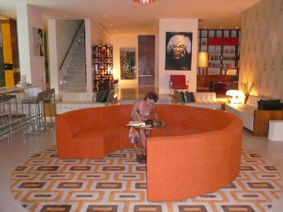 Luna2 Private Hotel: Main Entertainment & Bar Area