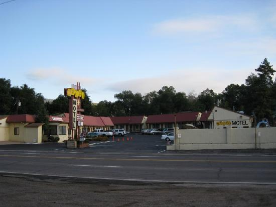 Mecca Motel: View from across the street