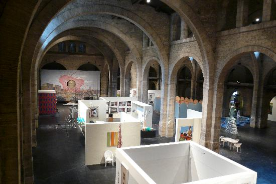 CAPC Musee d'Art Contemporain : The temporary exhibit on the main floor.