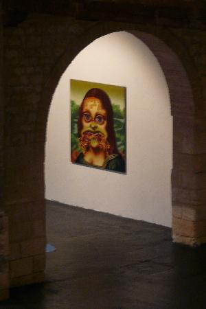CAPC Musee d'Art Contemporain : Mona Lisa and pizza as she shows an attitude toward art.