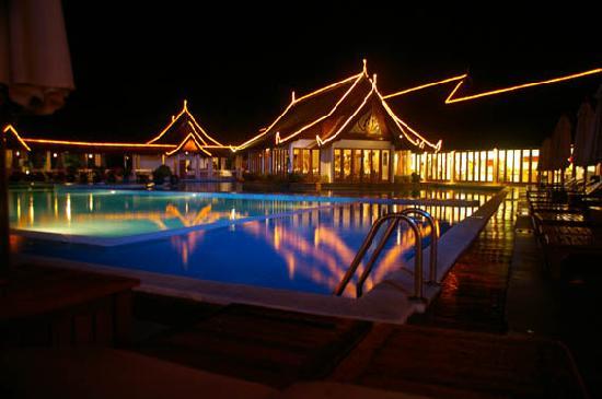 Club Med Phuket: Pool by night