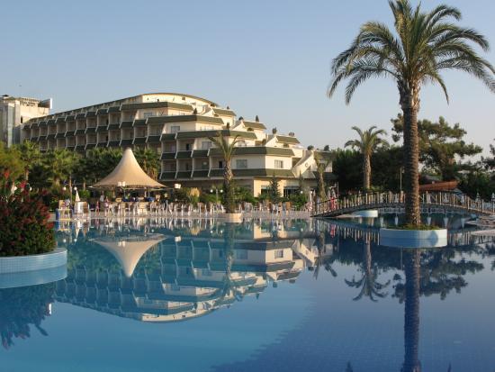 Queen's Park Resort: pool bar