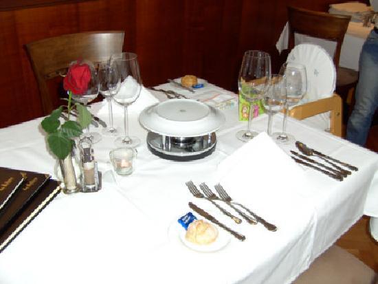 Familotel das Bellevue Family & Relax: Tisch im Restaurant zum Abendessen