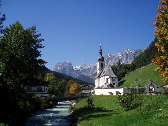 Berghotel Rehlegg: The church at Ramsau