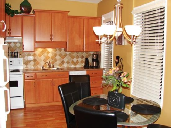 Raleigh Street Executive Suites: Beautiful kitchens!