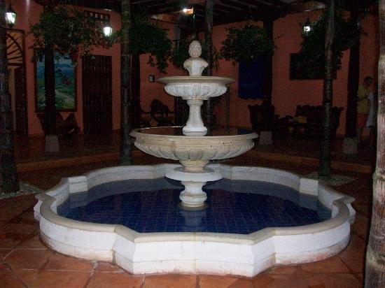 Hotel Casa Tenerife: Fuente en la casona