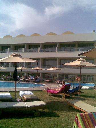 Agia Marina, Grekland: Hotel viewed from beach