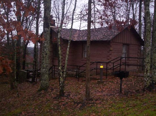Cumberland Falls State Resort - Dupont Lodge: Rustic log cabin
