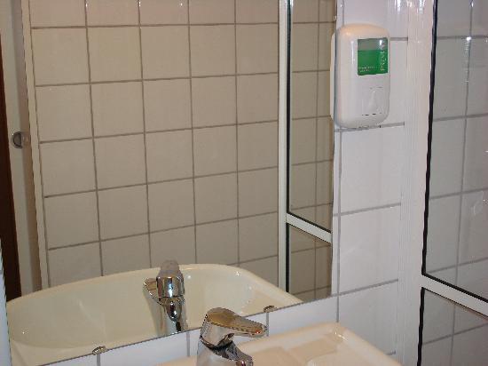 Voksenasen Hotel AS: Questo è tutto il necessaire del bagno