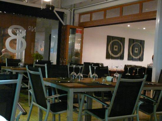 No.8 Bar & Grill: Inside