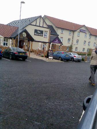 Premier Inn Coleraine Hotel : Table Table Restaurant