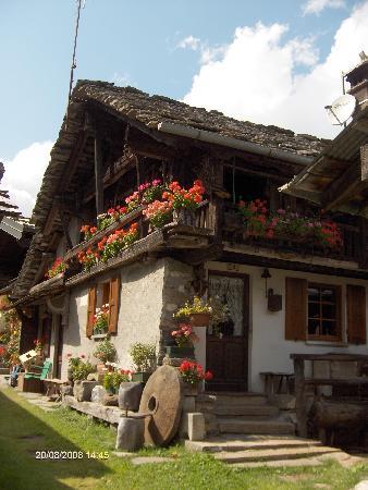 Macugnaga, Italy: Old chalet