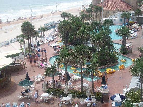 Wyndham Ocean Walk: pool area