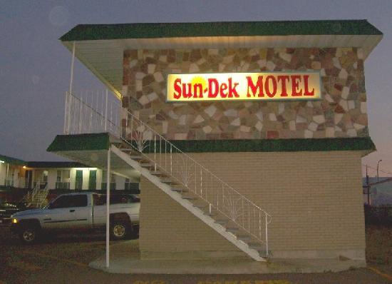 Sun Dek Motel: Sun-Dek Entrance Sign and Entrance