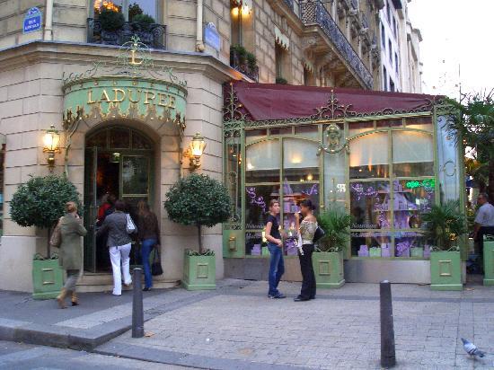 Ladurée Paris Bonaparte : 外観