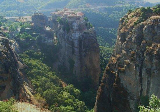 Kalambaka, Griechenland: 尖った岩の上に立つ修道院