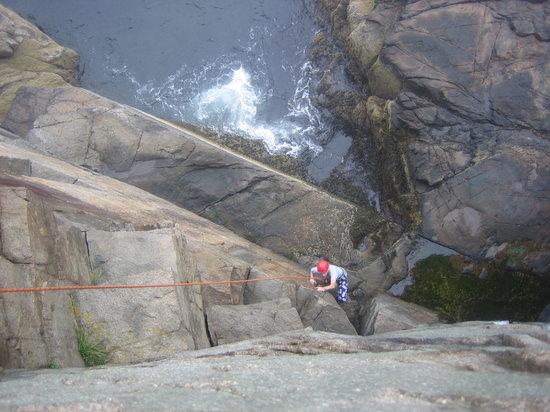 Acadia Mountain Guides Climbing School : Climbing up