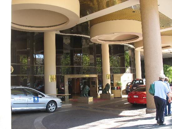 Stamford Plaza Adelaide: Hotel entrance