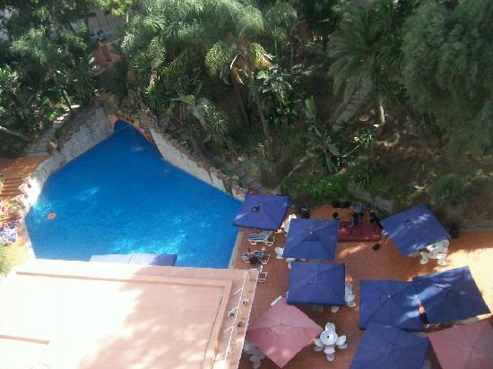 Atlas Rif Front Beach Tanger: piscina hotel Rif