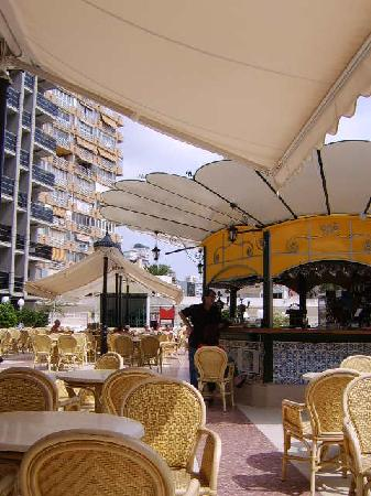 Hotel Marina Resort Benidorm: Pool bar area