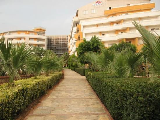 My Home Resort Hotel: Hotel, Garden