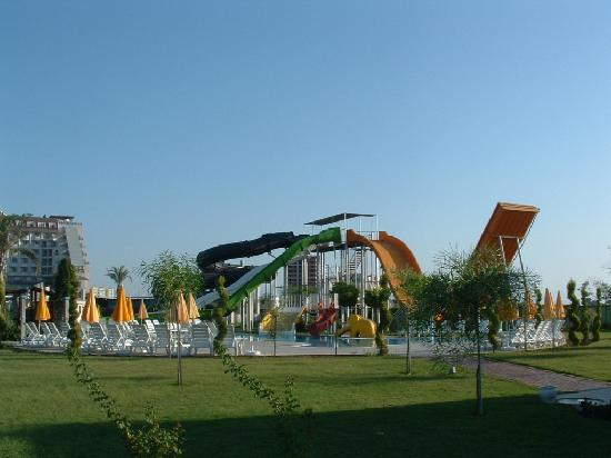 Saturn Palace Resort: Slides
