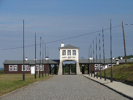 Gross-Rosen Museum in Rogoznica: Original main gate and guardhouse