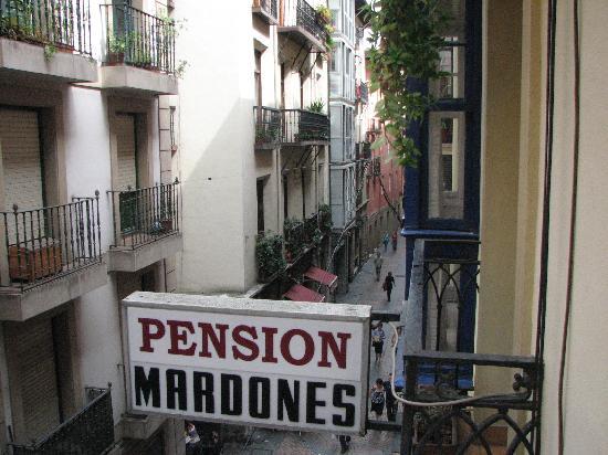 Pension Mardones: Room overlooking the Calle Jardines