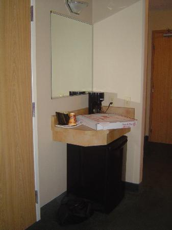 Days Inn & Suites - Thunder Bay: fridge and coffee pot