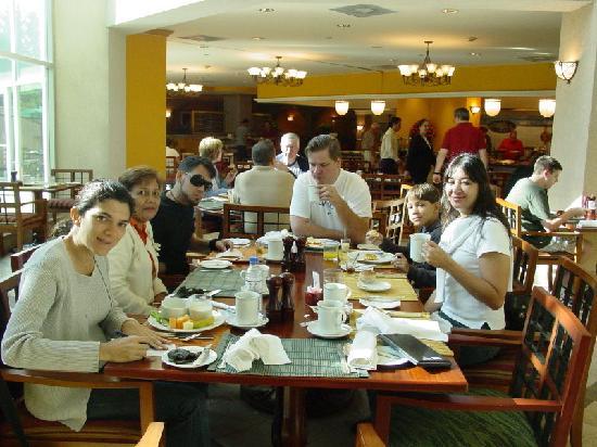 JW Marriott Hotel Quito: Desayunando en el Hotel