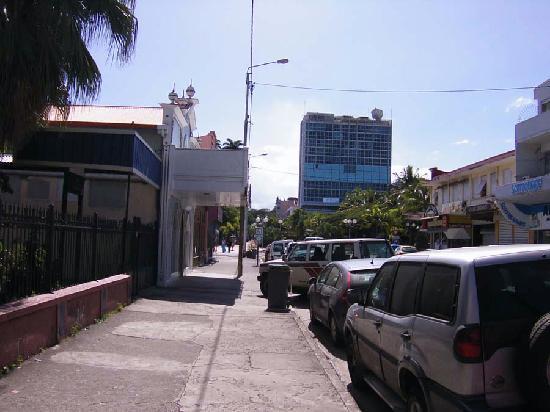 Noumea, New Caledonia: ヌーメア市外の一角。基本的には2~3階の建物が多く、高層ビルは建ってません。