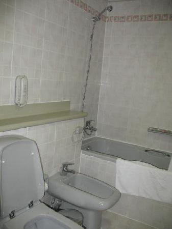 Jumeira Rotana: photo of bathroom