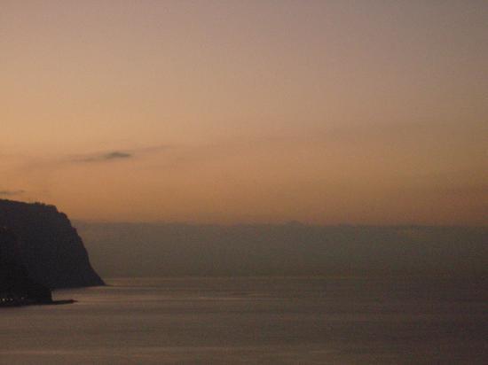 Estalagem Ponta do Sol: alba dalla camera