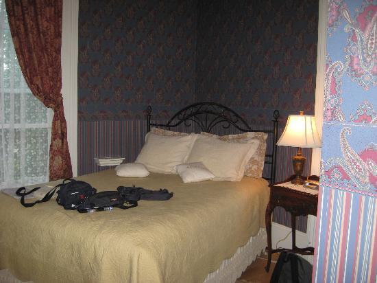 Bluenose Lodge : the room