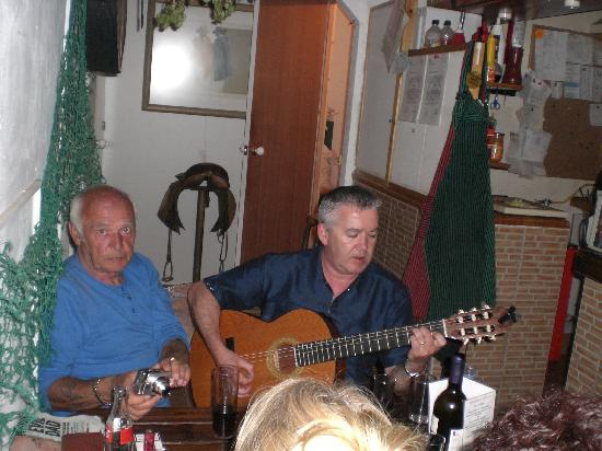 Las Canas Bar: A holiday maker who was also an excellent guitarist & singer