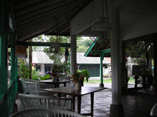 Taman Bebek Villas: Small reception area