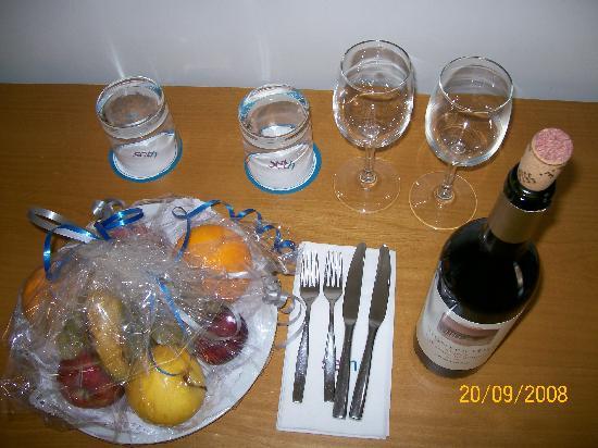 Port Ciutadella: Fresh Fruit and Wine