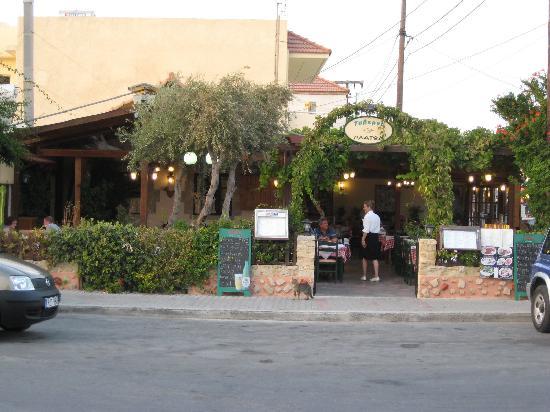 Pine Trees Art Hotel: Platon - best taverna in Trianda