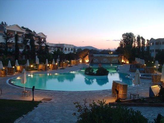 Bitzaro Grande Hotel: Hotel Pool