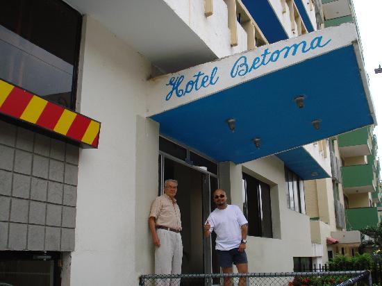 Hotel Betoma: Un exceleten hotel cerca a la playa
