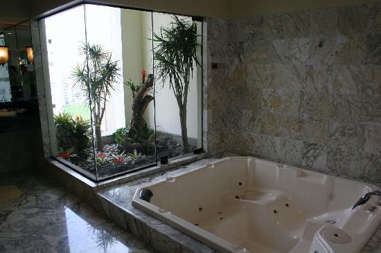 Belmond Miraflores Park: Inside Hot Tub