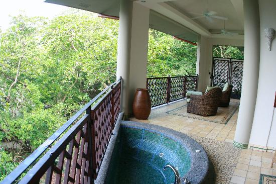 Arenas del Mar Beachfront & Rainforest Resort: Ocean view suite