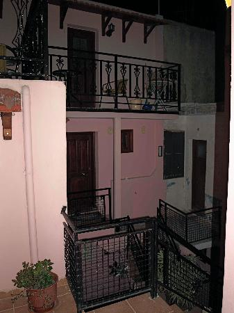 Pension Olympos : courtyard and other apartments
