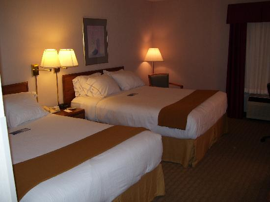 Holiday Inn Express Janesville - I-90 and US Highway 14: Two comfortable queen beds