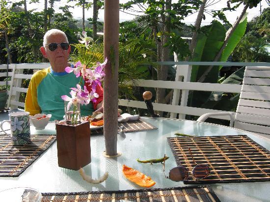 Hale Ho'ola B&B: Bob at breakfast