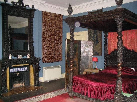 Castle Leslie Estate: the Red Room