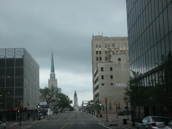 Tulsa, OK: Centro de la ciudad, un domingo por la mañana