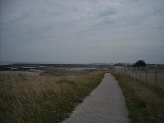 La Jolie Brise : coastal path west of he harbour