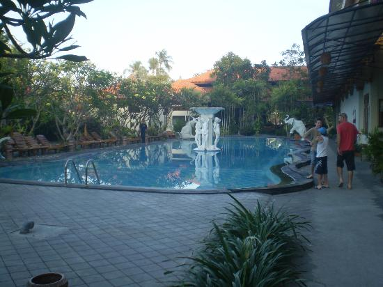 Febri's Hotel & Spa : Outside