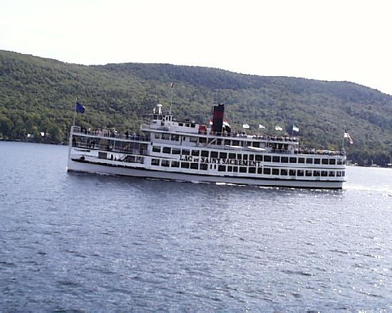 Lake George Steamboat Co.: The Lac du Saint Sacrement on a cruise